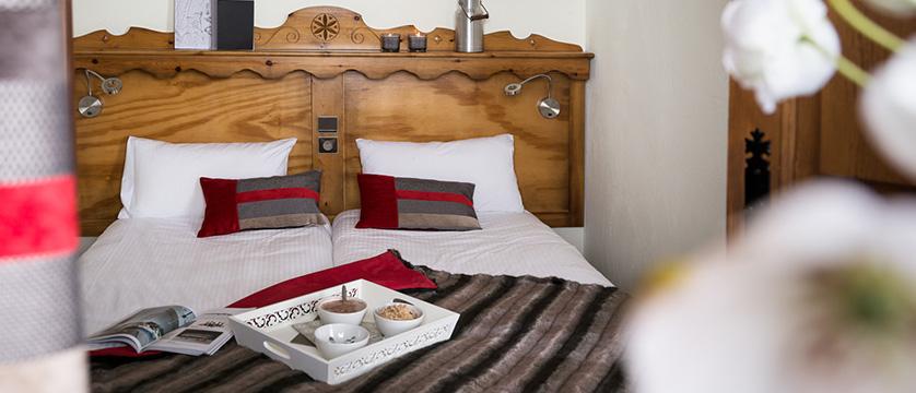 france_three-valleys-ski-area_val-thorens_residence-village-montana-apartments_bedroom.jpg